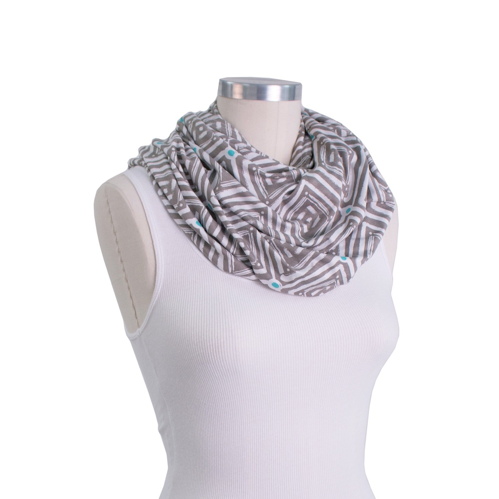 Bebe au lait 5 in 1 cover Esperenza infinity scarf
