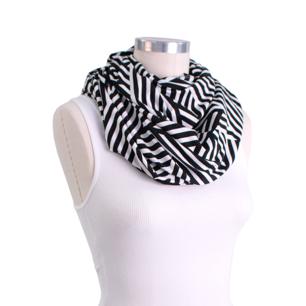Bebe au lait 5 in 1 cover Infinity scarf